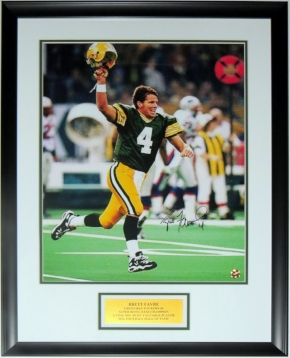 Brett Favre Signed Green Bay Packers 16x20 Photo - Favre COA Authenticated - Professionally Framed & Plate