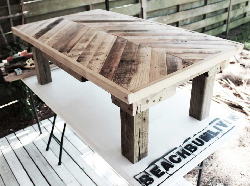 Beachbumlivin awesome diy furniture project ideas for Table exterieur palette