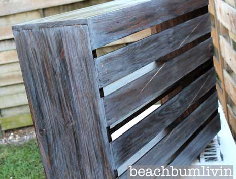 Diy stain wood furniture 50 ways to use wood stain for Bar portatil madera