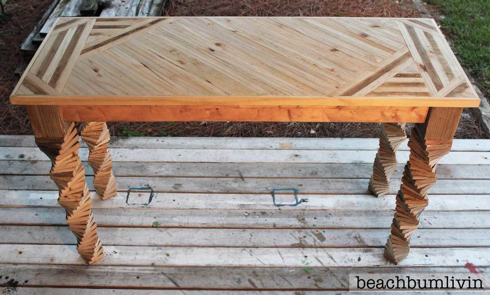 Entryway table from pallets and fence panels by beachbumlivin.