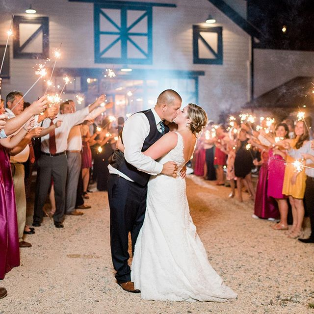 Happy Fourth of July! We hope you enjoy the day celebrating with friends and family! ❤️🇺🇸💙 Image by @ajdunlap, Venue: @summerfieldfarms Planning & Design: @tailoredoccasions #happy4thofjuly #sffweddings #sumerfieldfarms