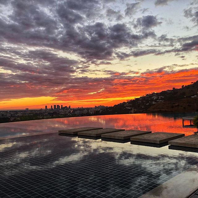 LA sunset 10/1/18. #sunset #lalife #infinitypool #hollywoodhills #scouting #onlocation #walkonwater #nofilterpossible #iphonography