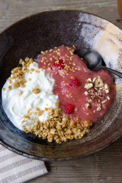 RHUBARB YOGURT BREAKFAST BOWL