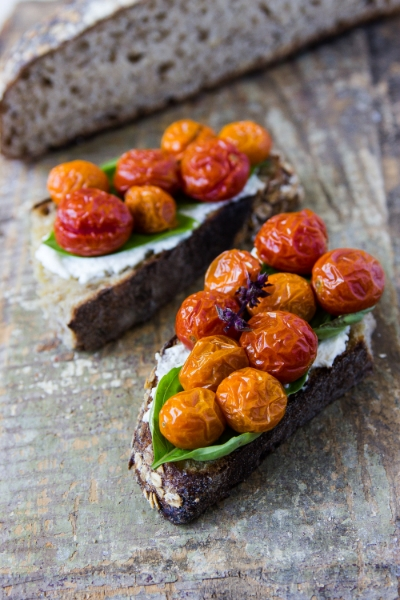 TOMATO CROSTINI WITH FRESH RICOTTA