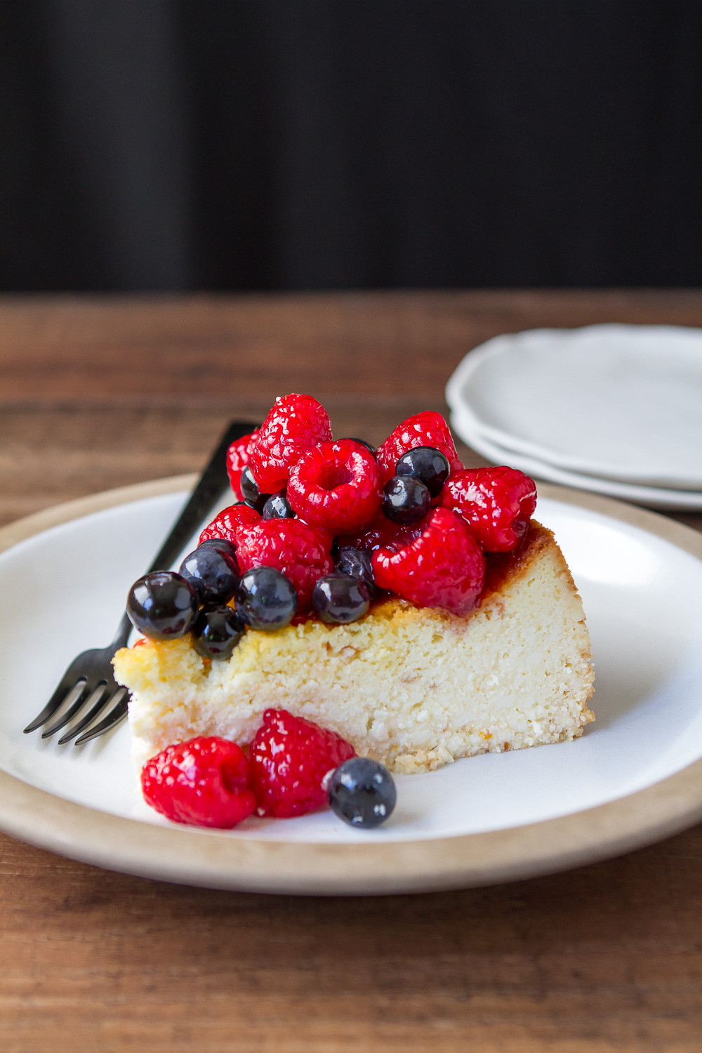 RICOTTA CHEESECAKE WITH GLAZED BERRIES