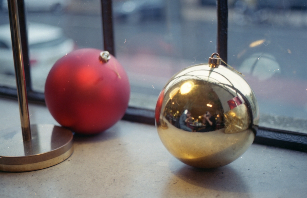 2/366 - Breakfast selfies in giant Christmas decorations
