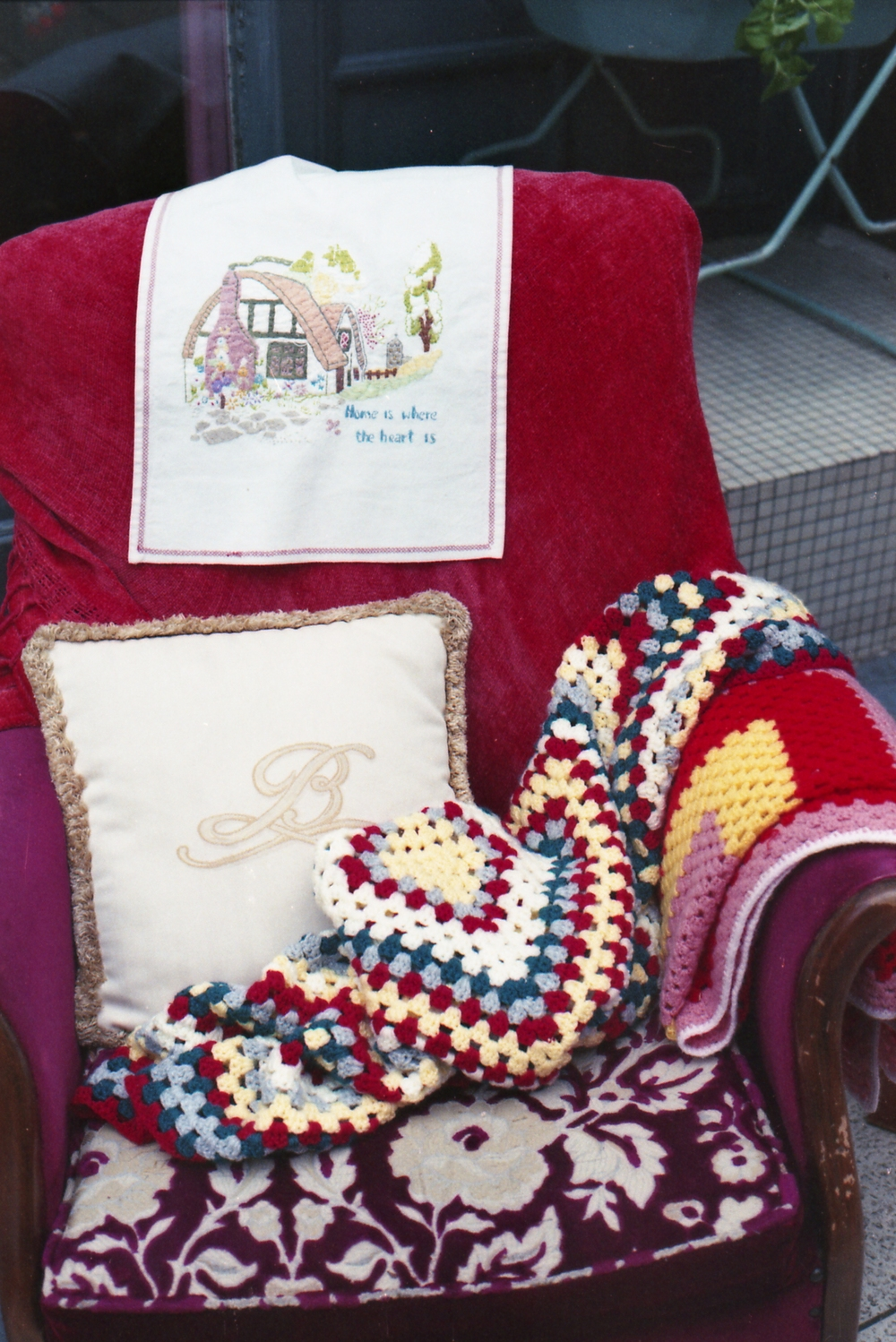 197/366 - I can't help it, I see crochet/knitting and I want to take a photo. The colours. Also I kind of wanted to take it all home, chair and all!