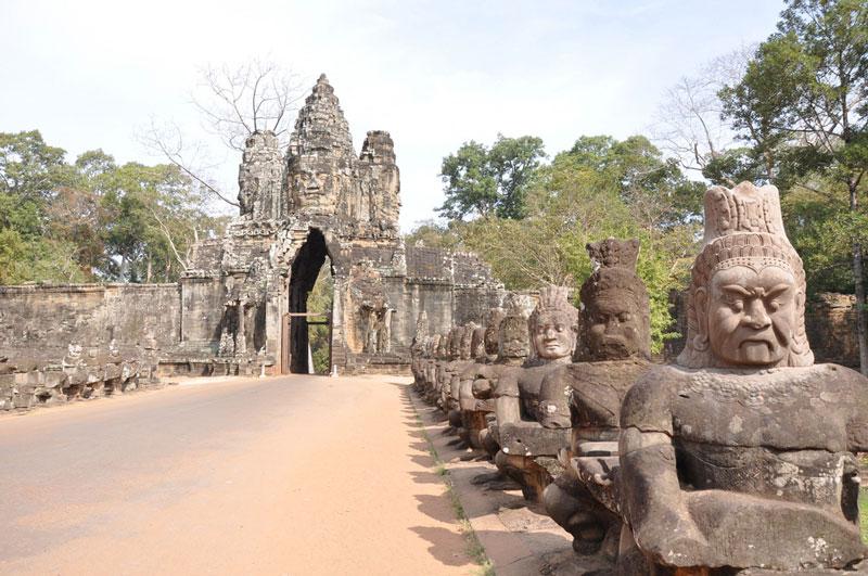 Southern gate, Angkor Thom Photo credit:  Jorge Láscar