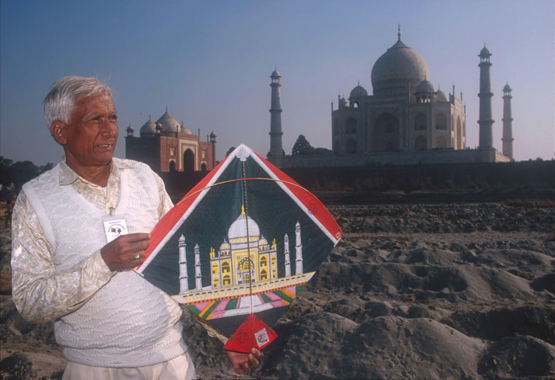 Babu Khan at the Taj Mahal with a matching kite Photo courtesy Pablo Bartholomew