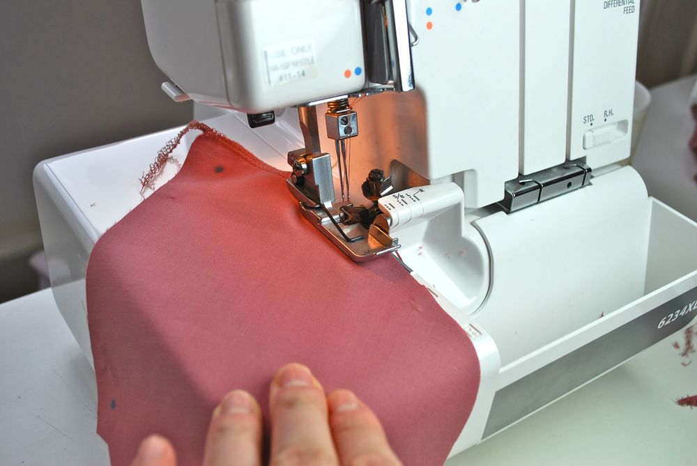 Overlocking the in-seam pocket for Version 2 on an overlocker machine.