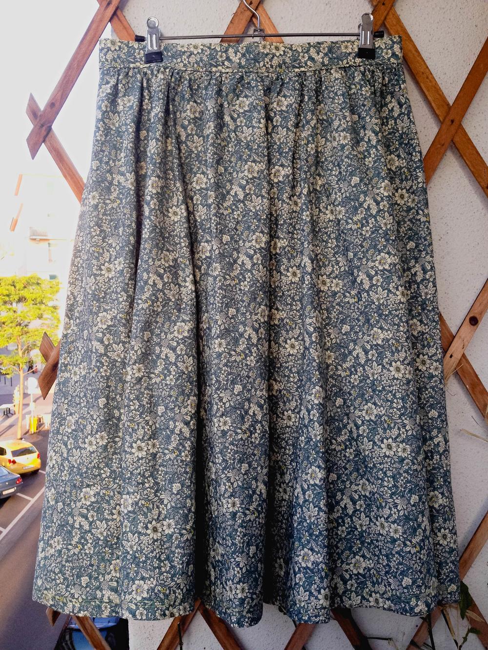 Skirt back