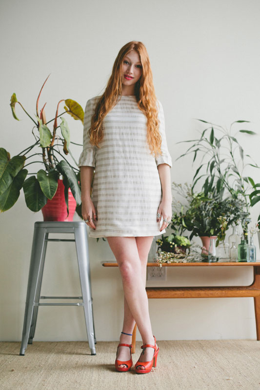 LAUREL Colette Looking for a stash-buster that will work with a wide range of fabrics and nearly any print? This chic and simple shift dress is easy to sew, astoundingly versatile, and comfortable to wear year-round. Version 1 includes instructions for underlining, so you may use sheer or lace fabrics. Version 2 includes patch pockets. Version 3 features classic gathered cuffs. Version 4 is an easy pullover blouse with no closures.