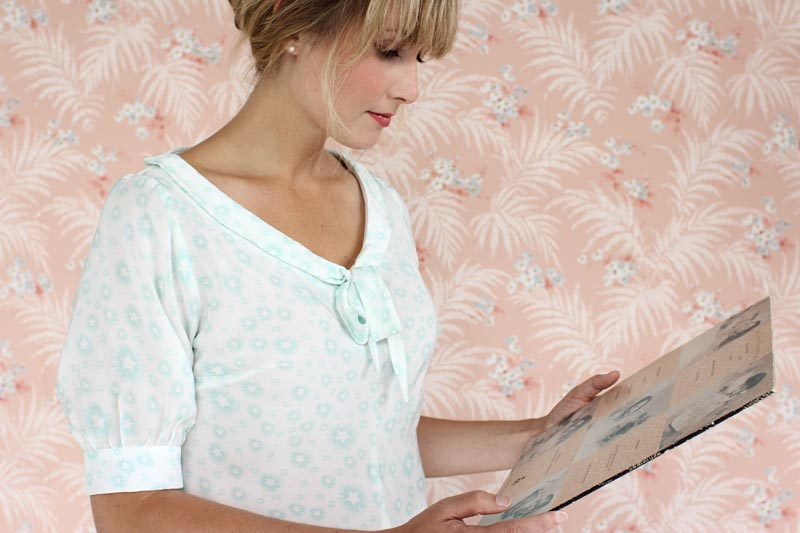 JASMINE Colette Lovely figure-skimming top with no closures, due to the flattering bias cut. This blouse is shaped with bust darts and center seams that gently hug the body. Version 1 has a long collar that can be tied in a bow and elbow length sleeves gathered to a cuff. Version 2 has a shorter contrast collar and a notched cuff.
