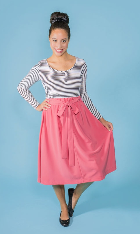 DOMINIQUE Tilly & The Buttons A straight skirt, designed to be super simple for beginners. It features straight seams to practise your stitching and an elasticated waistband for an easy fit - with no fiddly zips or buttonholes. Choose from knee length or above-the-knee hemline, and the optional turnover top patch pockets.