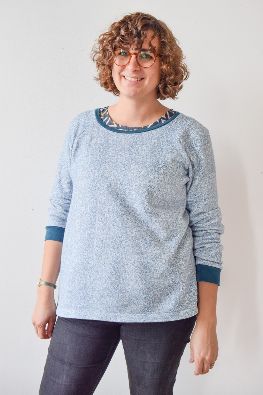 LINDEN SWEATSHIRT By Grainline Studios The Linden Sweatshirt gives a modern update to the classic sweatshirt. Featuring a relaxed fit, raglan sleeves, and a graceful slightly scooped neckline, this sweatshirt is perfect for fall layering. View A features long sleeves with cuffs and falls to the mid hip with a lower ribbing band while View B hits at the high hip and has short sleeves. You can also mix and match sleeve and body lengths to create multiple versions of this sweatshirt.