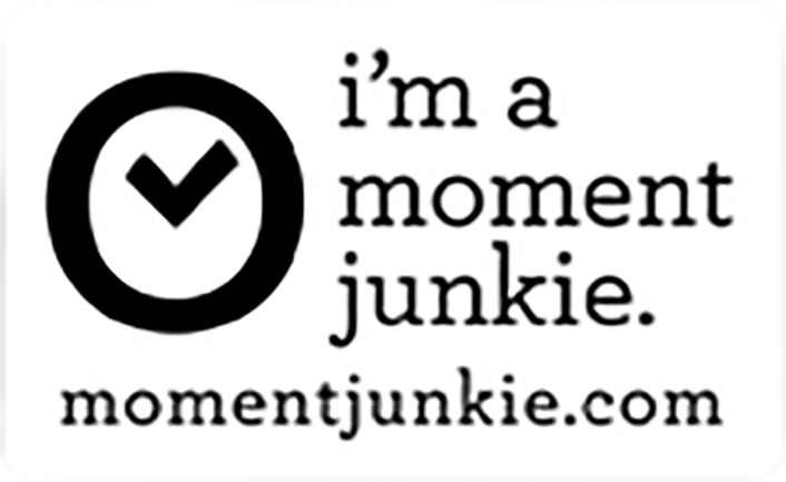 momentjunkie-badge-copy.jpg