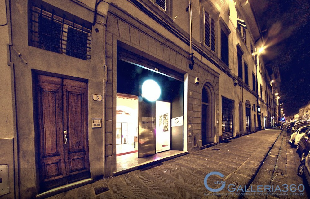 The entrance of Galleria 360, Florence, with  Ravine  in the window.
