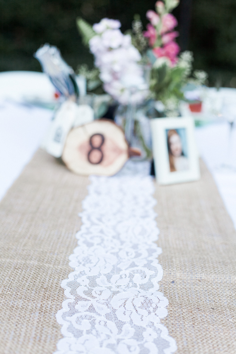 Natural burlap and delicate lace table runners.