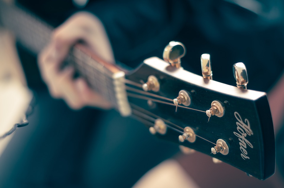 Hoffner Guitar by  FirmBee , CC0 Public Domain