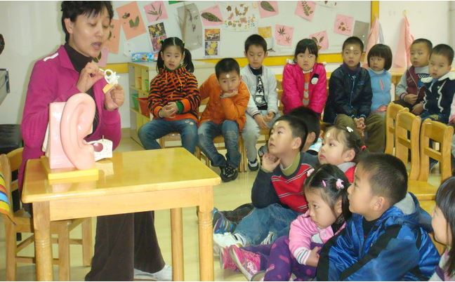Raising public awareness on hearing in kindergarten (2012)