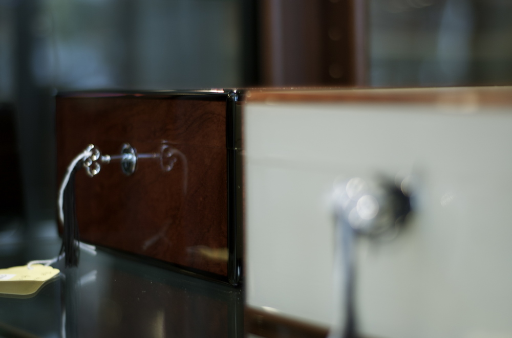 We have humidors that will accommodate any type of smoker; from the novice enthusiast to the most seasoned. You can expect to find the perfect sized humidor that'll fit within your budget.