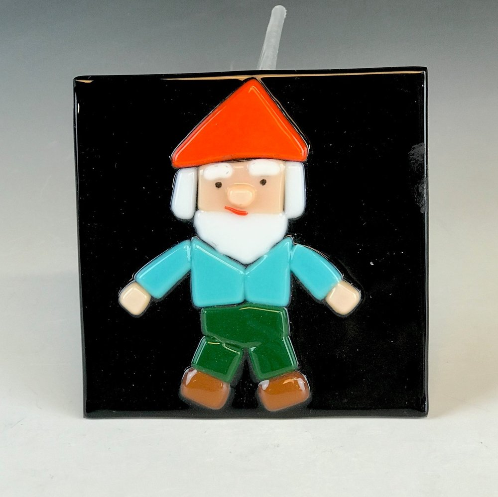 Glass Gnomes - Create a fun gnome out of glass! You will be introduced to warm glass techniques.Cost: $22