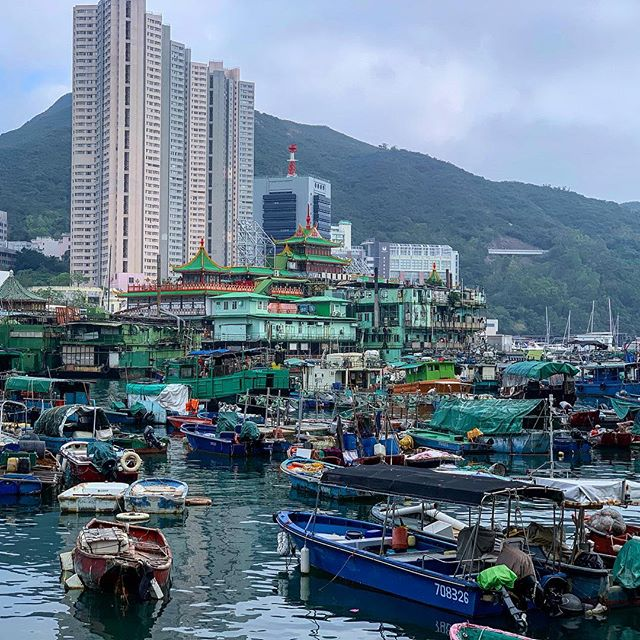 Aberdeen feels laid back for Hong Kong. #hongkong #aberdeenfishingvillage #boats #shotoniphone #water #colorfull
