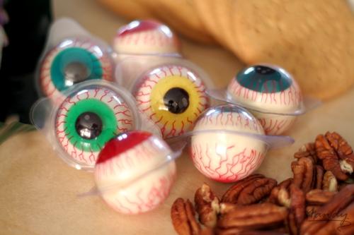 Fruity, gummy eyeballs