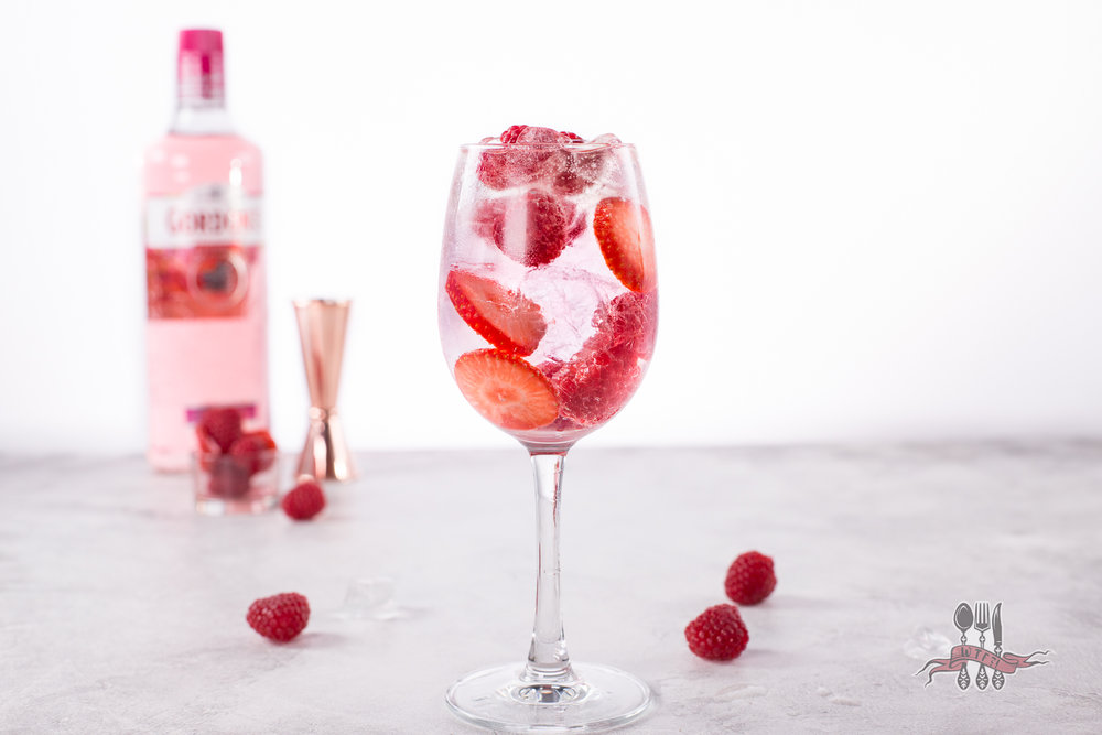 Fresh content... Pink Gin Spritz... Ice, berries, pink gin, lemonade & prosecco. Delicious!