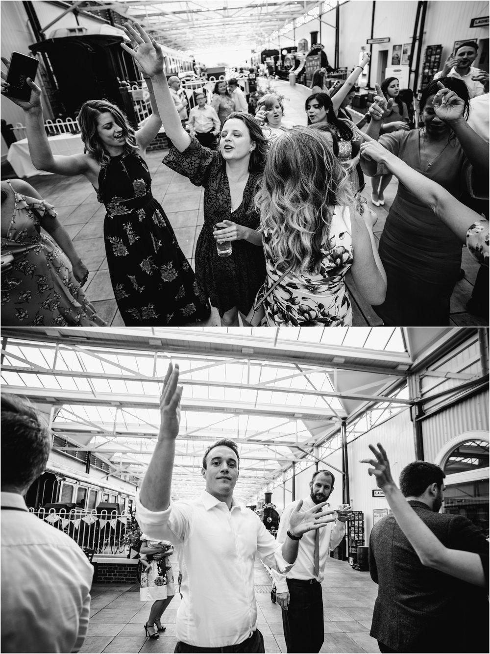 BUCKINGHAMSHIRE RAILEWAY CENTRE WEDDING_0079.jpg