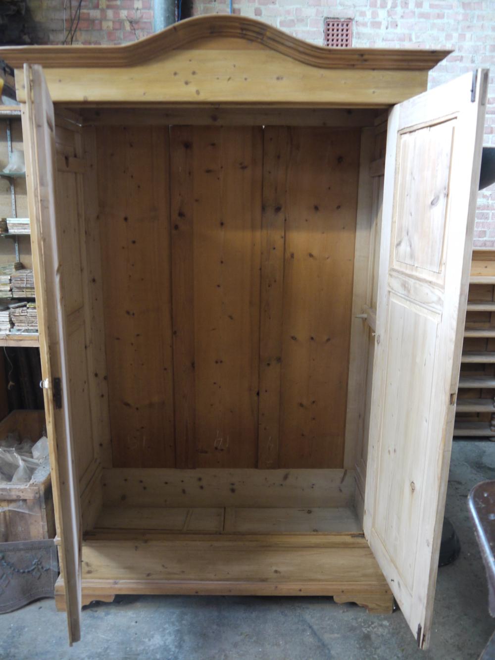 P4 03 1900 Pine 2 door wardrobe (3).JPG