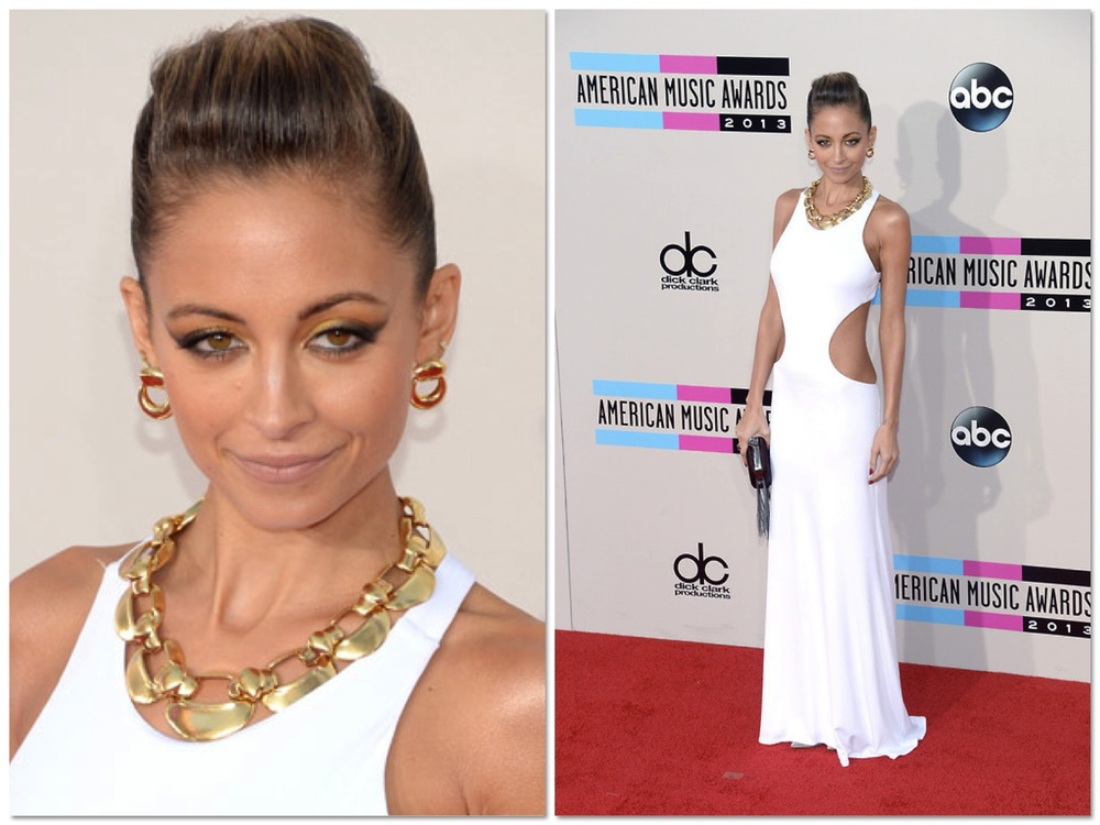 Nicole was an absolute vision in white. I loved the pairing of the heavy gold jewelry with this simple and chic white dress. And she's got the perfect body for those massive cut outs (not everybody could look that good in this dress) - YOU GO GURL!