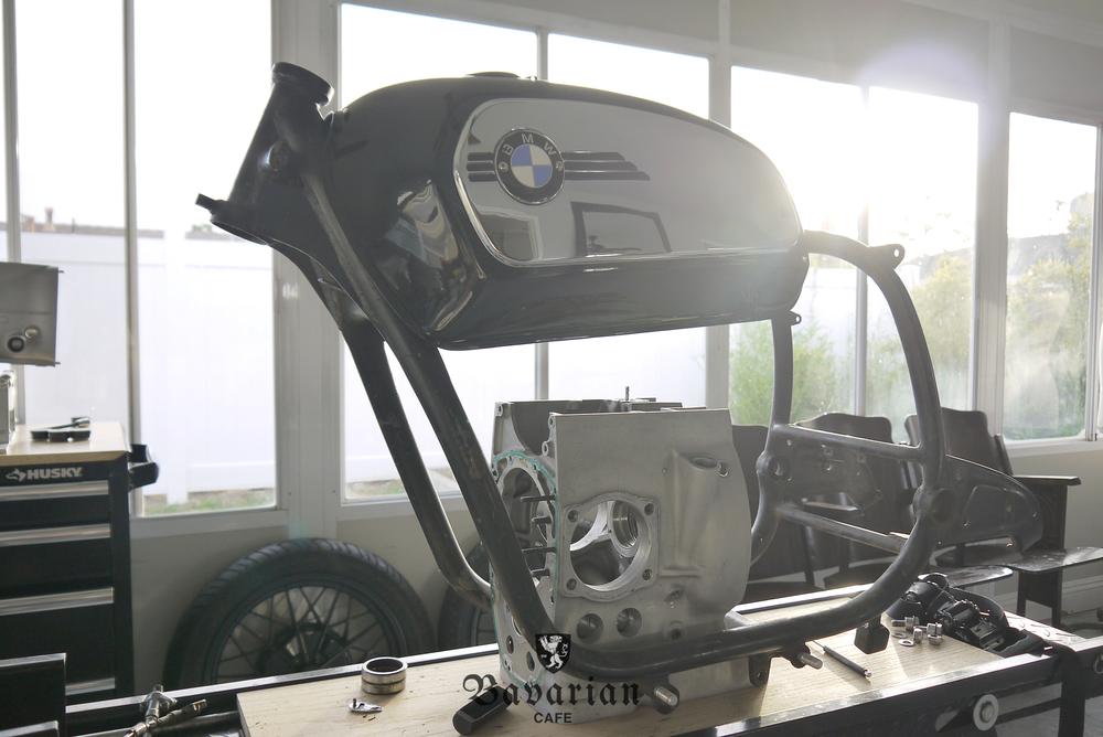 bavarian-cafe-1973-R75S-02-toaster-tank.jpg
