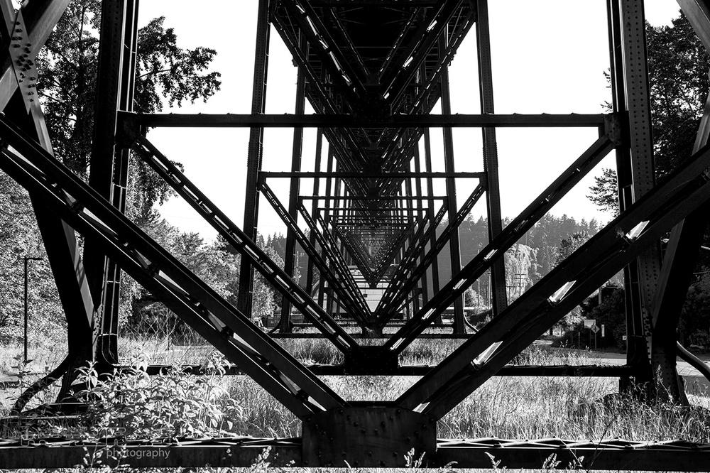 lionsgate-bridge-pillars_mindfuel_bernhard_huber.jpg