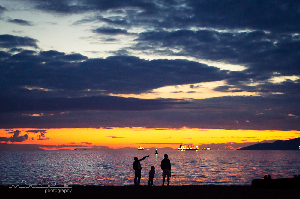 three-people-on-beach_mindfuel_bernhard_huber.jpg