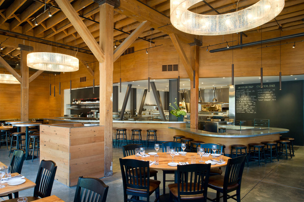 Housed within the former 19th century Standard Shirts Factory, the BOXING ROOM Restaurant features vintage fir siding, exposed beam ceilings, zinc racetrack bar, and an open kitchen as the backdrop for lively Bayou-centric cuisine with a decidedly San Francisco point of view.