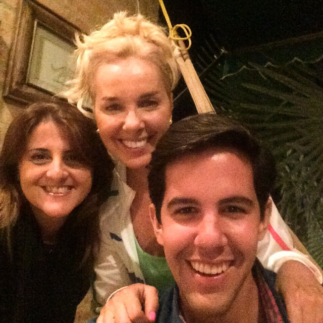 #friends #CelebratingAchievements @OliverBlanco @LisbetMatos 🍷🎄🎅🎁🎉🎊🎈