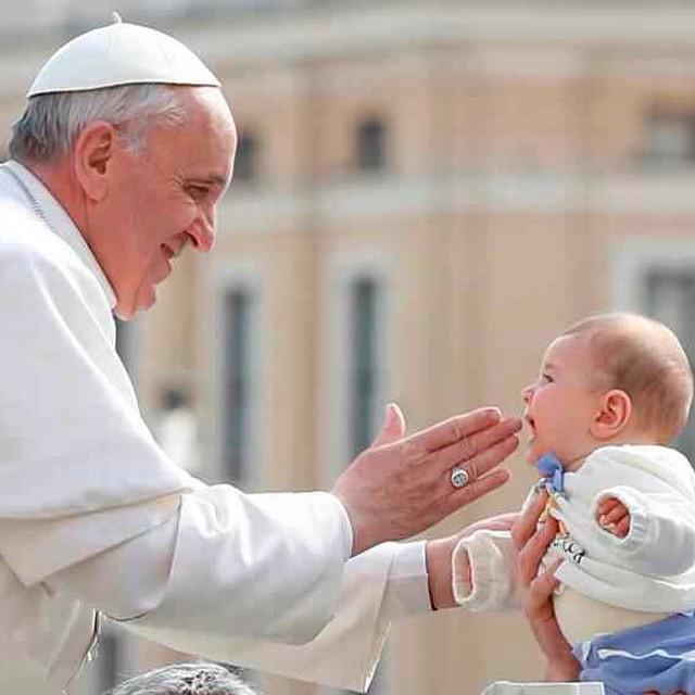 """""""Que importante es aprender a escuchar"""" #PapaFrancisco #FelizCumpleaños #bendiciones #luz 🎁💝🙏"""