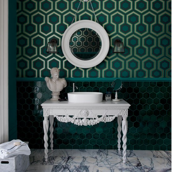 Geometric-green-wallpaper-bathroom-housetohome.jpg