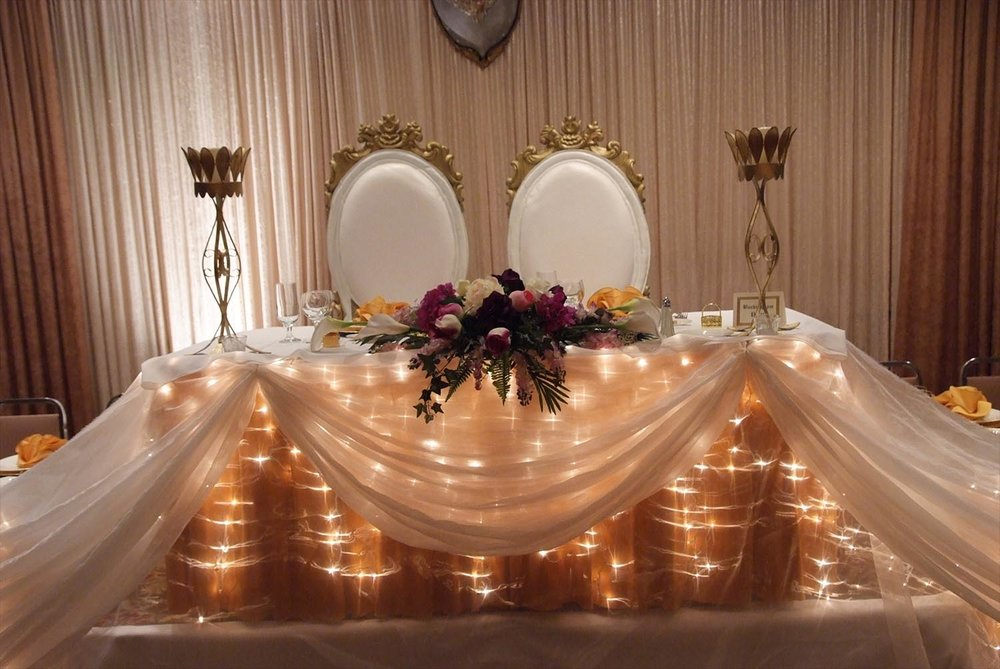 tablescapes_yellowbulbs.jpg