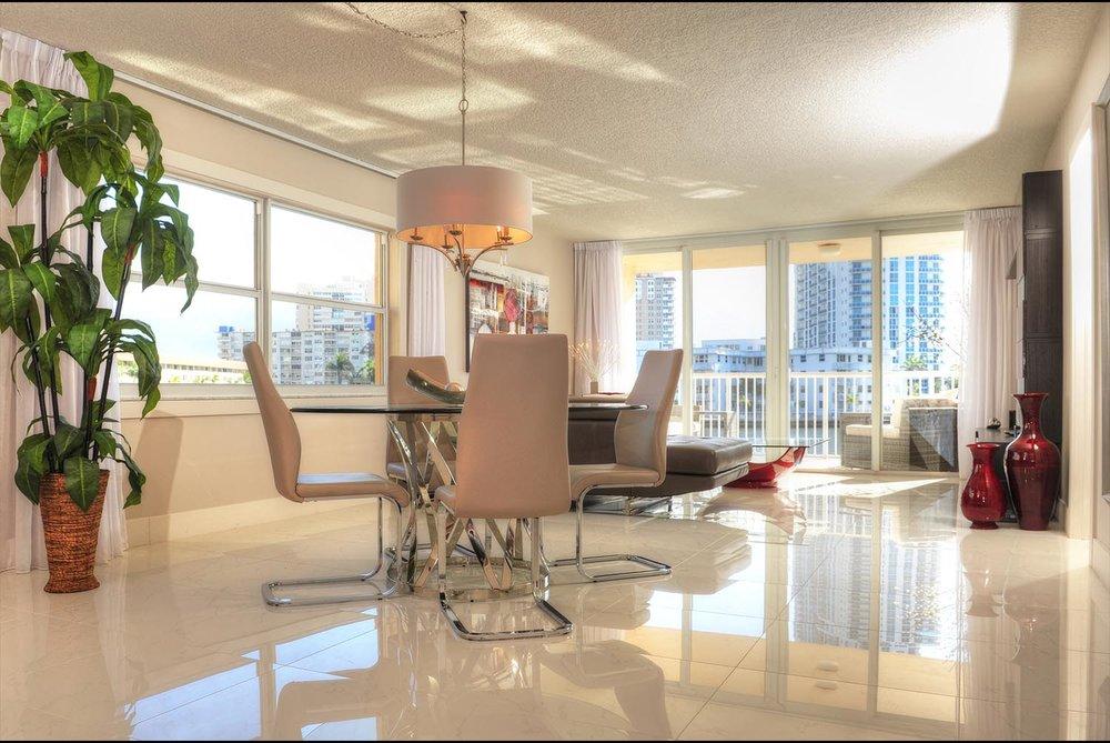 HallandaleBeachFlorida-livingroom2.jpg