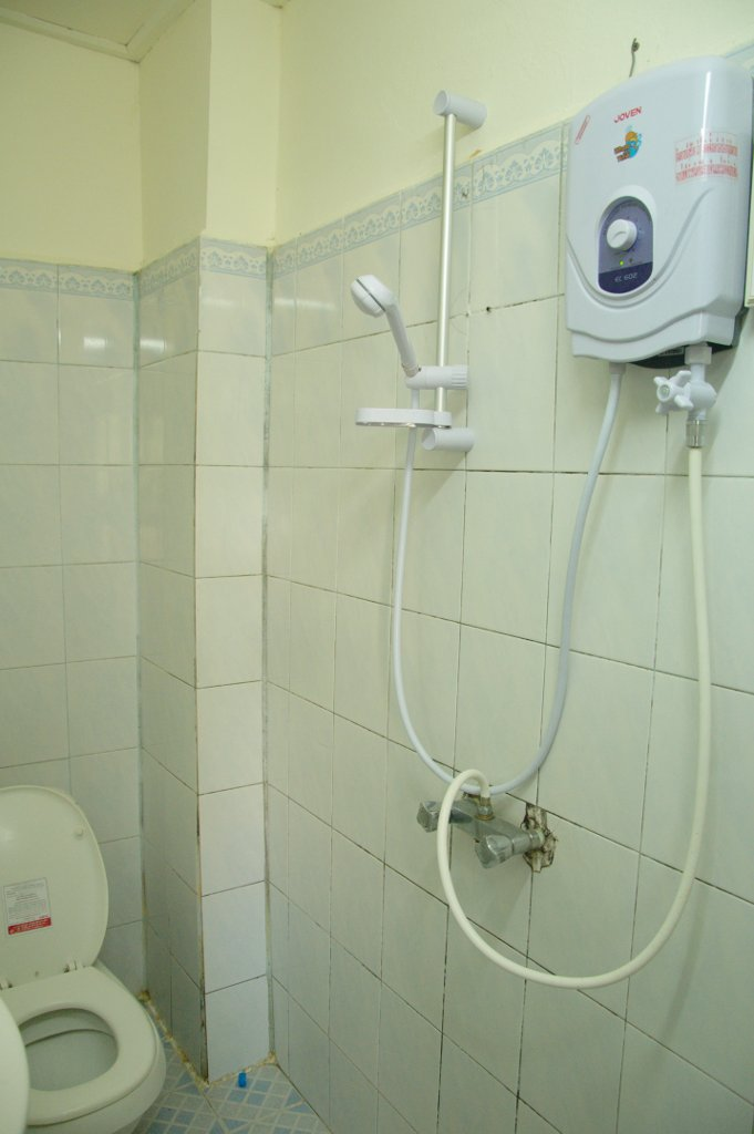 Cleanest bathroom we'd had in a while. This one also had the best water temperature and pressure ever.