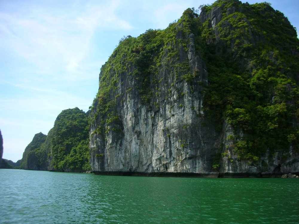 These are the beautiful jarrasic parkesque islands off the northern coast of Vietnam, near Cat Ba Island