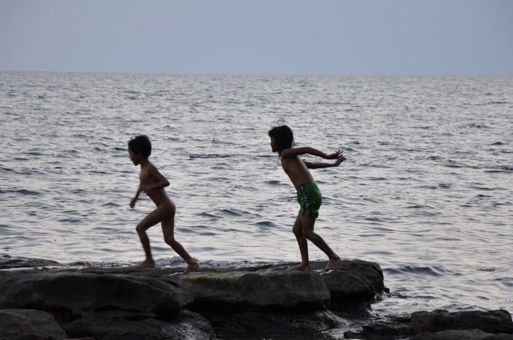 Kiddiwinkles playing on the rocks.