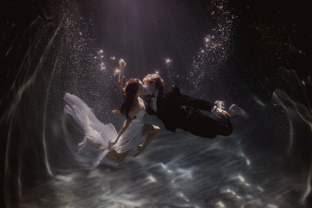underwater engagement session 05.jpg