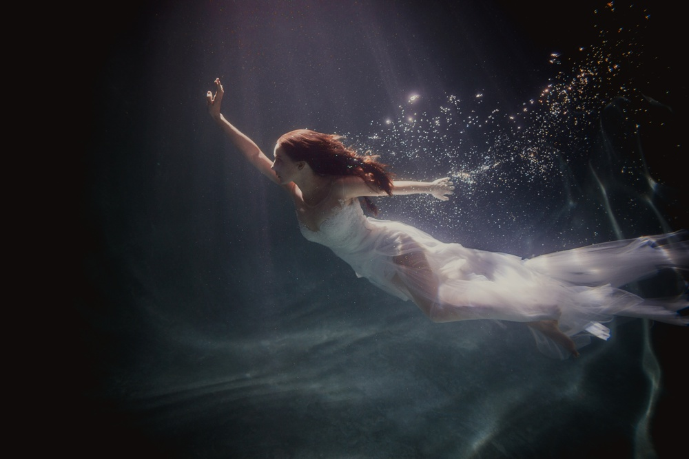 underwater engagement session 10.jpg