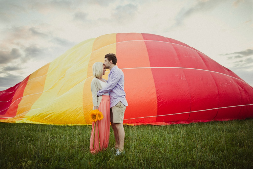 hot air balloon engagement session 13.jpg