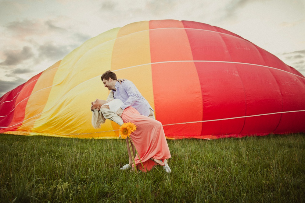hot air balloon engagement session 14.jpg