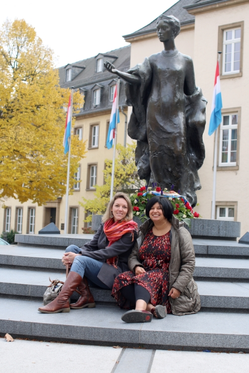 Anneke and Farrah in front of the Statue of Grand Duchess Charlotte, symbol of national unity,  in Luxembourg City.