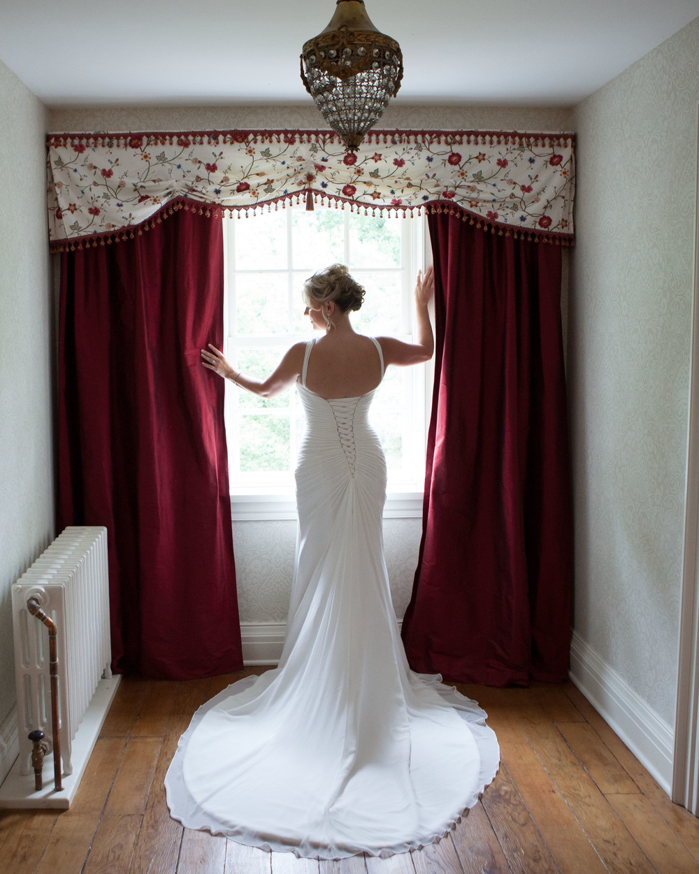 bride in historic Niagara on the Lake home